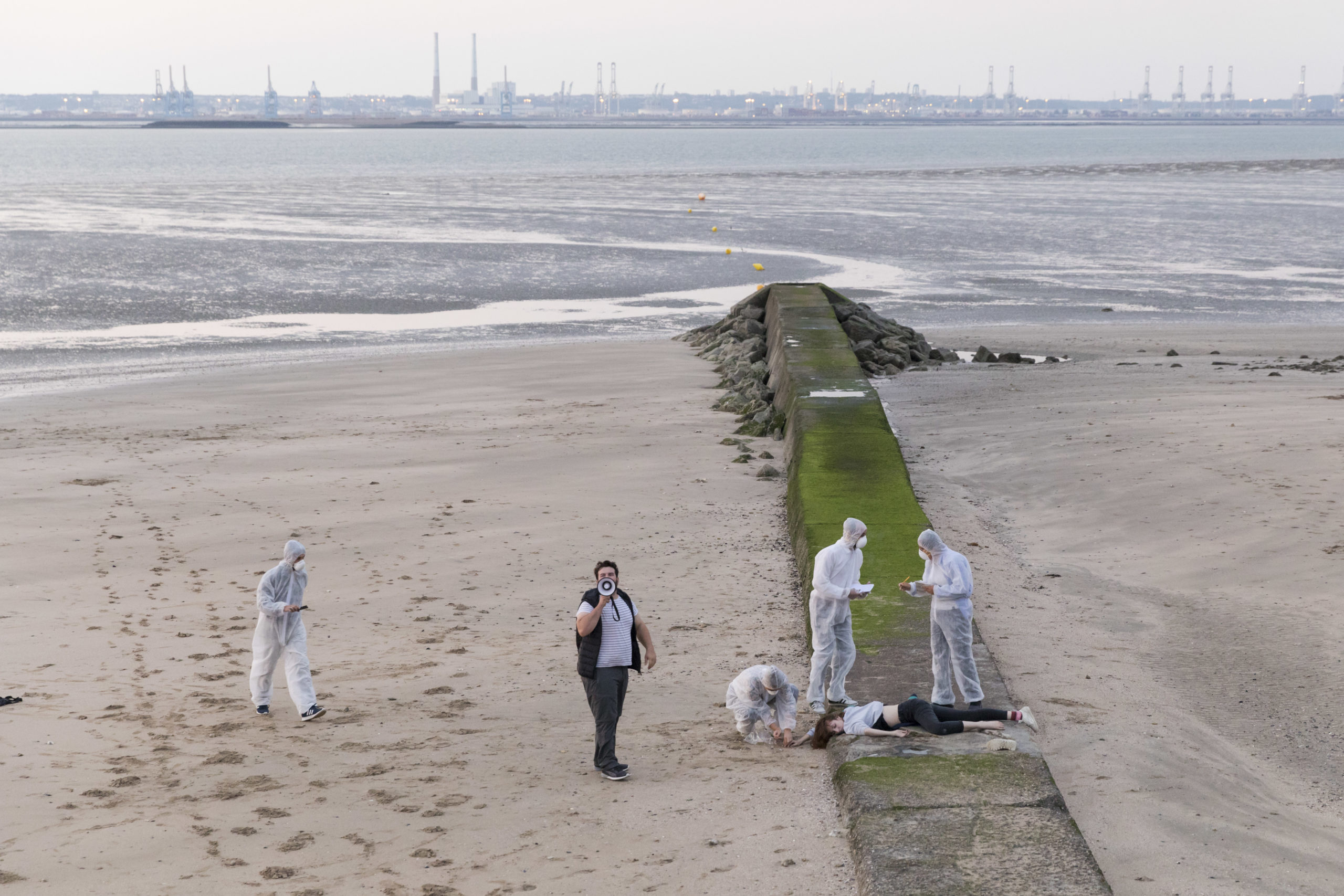 SMOG creation Claire Barrabes and Pauline Collin, directed by Pauline Collin at the Villerville Festival from August 30 to September 2, 2018. SMOG conception Claire Barrabes et Pauline Collin, mise en scene Pauline Collin au Festival de Villerville du 30 aout au 2 septembre 2018. Avec : Barbara Atlan, Laurie Barthelemy, Florent Dupuis, Quentin Gratias, Stephane Marc, Sylvere Quentin, Lison Rault, Frederic Roudier